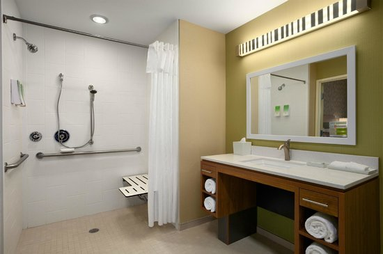 Home2 Suites by Hilton Huntsville / Research Park Area : Home2 Huntsville Roll-In Shower
