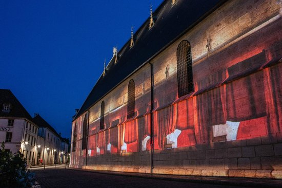 Hôtel de la Poste  : Light projections on Hotel Dieu in Beaune