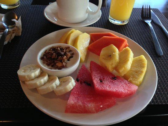 Copa de Arbol Beach and Rainforest Resort: morning fruit plate