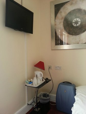 The Fairmount Hotel: TV, kettle and extension cable came in handy!