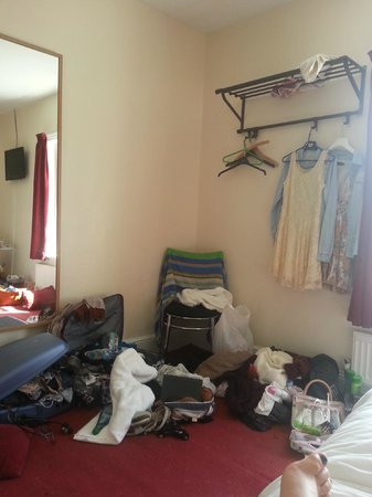 The Fairmount Hotel: Fairly spacious and had room for all our stuff!