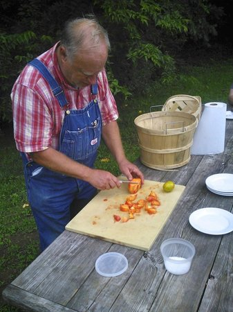Blackberry Farm: Master Gardener sharing tips and tastes of heirloom tomatoes