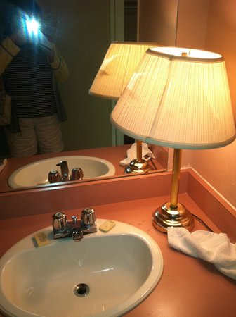No lighting in bathroom-old burned desk lamp - Picture of Niagara ...