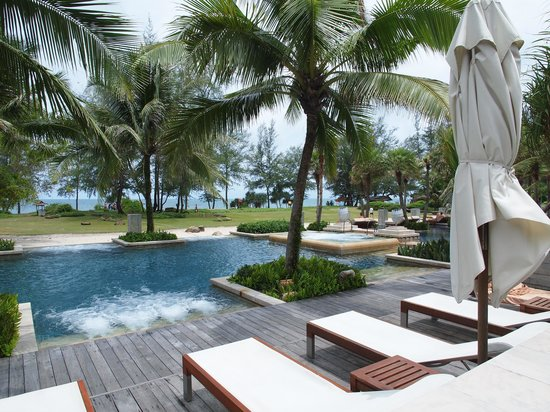 Anantara Mai Khao Phuket Villas: Pool side