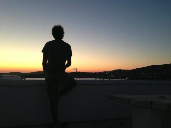 Moschoula Studios & Apartments : il tramonto dal terrazzo