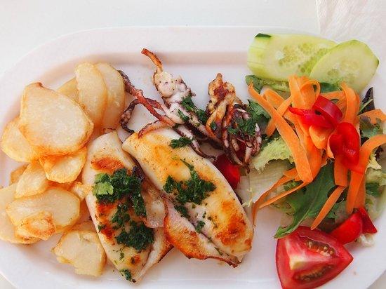 Restaurante Es Port: Perfekt gebratener Tintenfisch