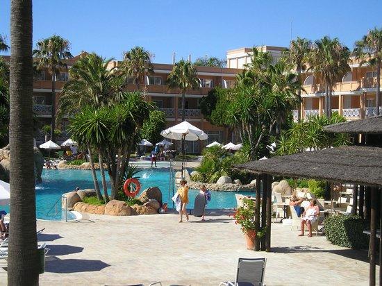 Piscina picture of tui sensimar playa la barrosa for Piscinas chiclana