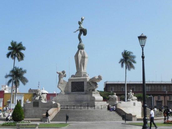 Gran Bolivar Hotel: Plaza 10 Minuten Fußweg vom Hotel