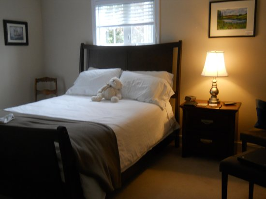 By the Bay Bed and Breakfast: Comfy bed