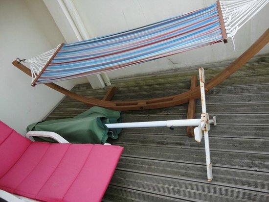 Best Western Kemaris: transate sale et parasol rouillé avec caffard