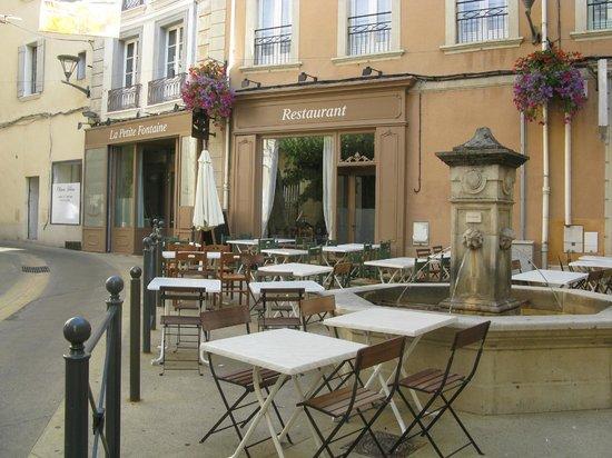 La Petite Fontaine: Le restaurant vue générale