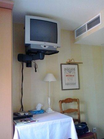 Renty: tv en airco in slaapkamer nummer 8