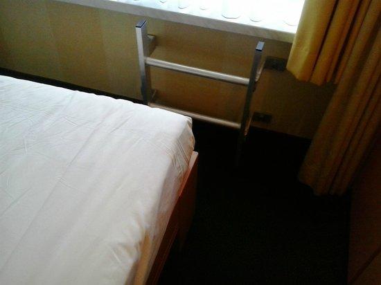 Renty: brandtrap in slaapkamer nummer 8 (2)