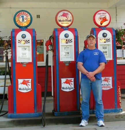 Wild Alaska Inn at Glacier Bay: Antique gas pump at the four corner