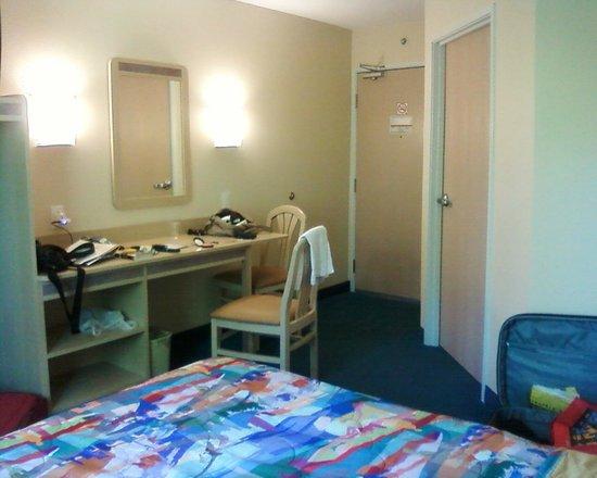 Motel 6 Peterborough: Altra prospettiva della camera