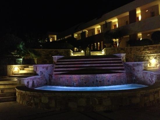 Cretan Dream Royal: la di fontana e la zona ovest delle camere