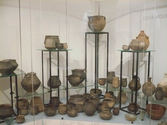 Musee Archeologique: Pottery Artifacts