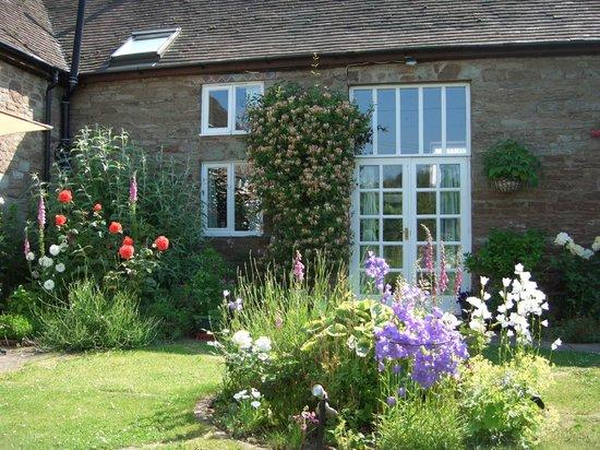Stone Barn: Garden