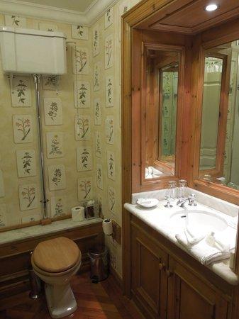 Schoolhouse Hotel: Cute, quaint bathroom