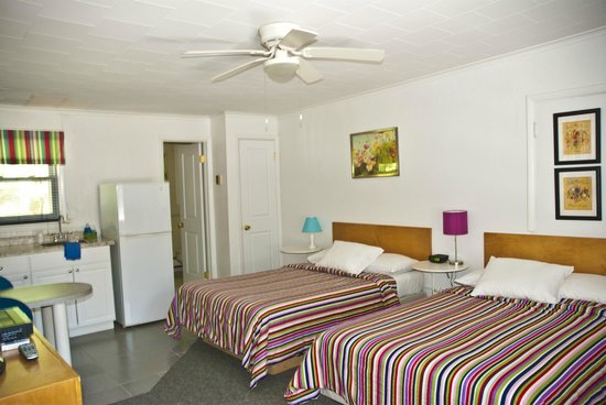 Easterner Motel: COMFORTABLE ROOM WITH ALL ON NEEDS