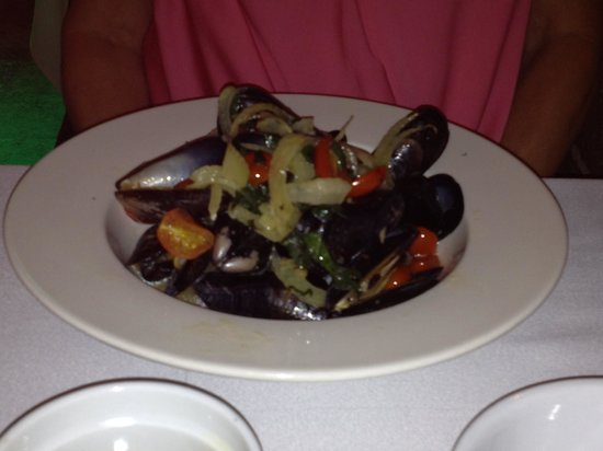 Aqua Seafood & Steaks : Fresh Clams Appetizer