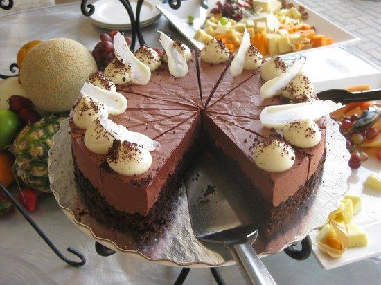 Vic's on Wellington : Yummy desserts and fresh fruit.