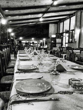 Faros Luxury Suites : Patio of the restaurant