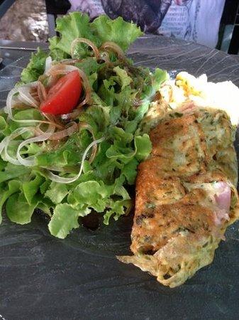 Menu du jour omelette jambon et petites herbes et salade - Les jardins de la louve rocamadour ...