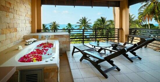 Coral Cove Chalet: Holiday suite building balcony Seaview