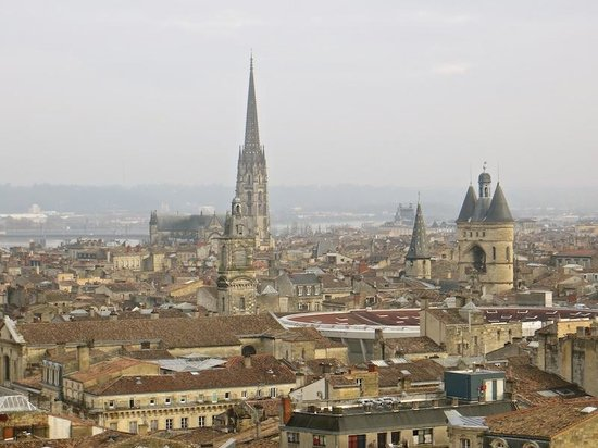 Tour Pey-Berland : Other sights of Bordeaux in the distance