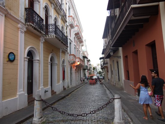 Hotel Plaza De Armas Old San Juan: Great shopping, food and cluture nearby...