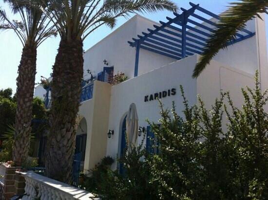 Karidis Hotel: L'Hotel dall'esterno.