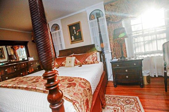 1907 Bragdon House Bed & Breakfast : Di's Suite