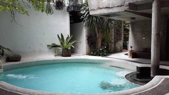 MO Rooms : Swimming Pool