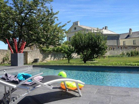 Les Suites du Chateau : La piscine