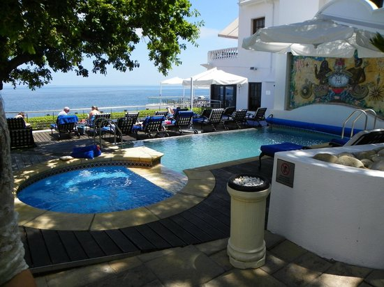The Twelve Apostles Hotel and Spa: Pool area