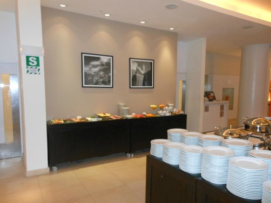 Novotel Lima: A view of the breakfast buffet