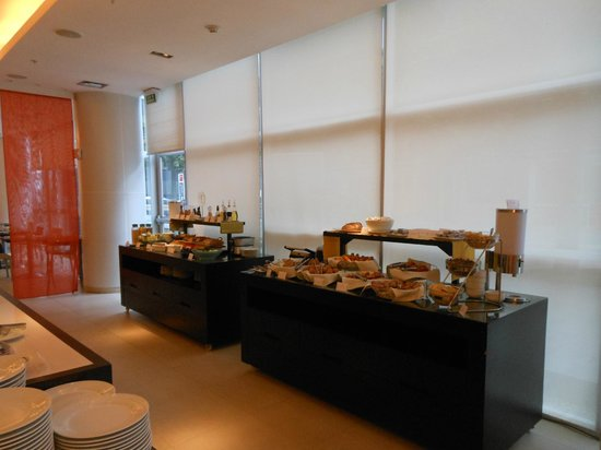 Novotel Lima: Another shot of the extensive breakfast buffet