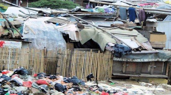 Alila Jakarta: Rechts vom Hotel