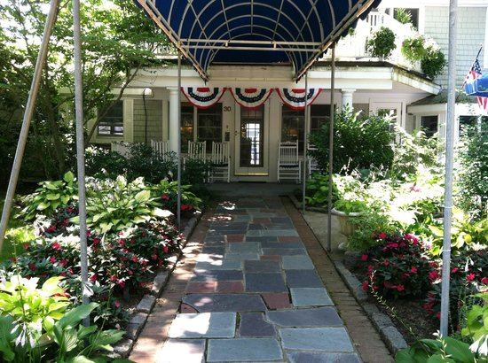 Commodore Inn Resort: Beautiful entryway to the Inn