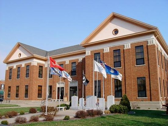 Pinckneyville, IL: Perry County Courthouse