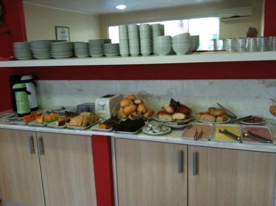 Pousada Mar do Leste: Breakfast buffet