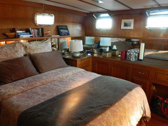 Green Turtle Floating Bed and Breakfast : Our beautiful berth