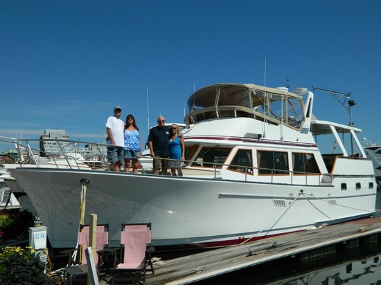 Green Turtle Floating Bed and Breakfast : Our very own yacht for the weekend!