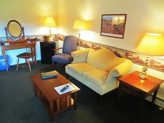 The Thompson House : Evergreen Lodge Room