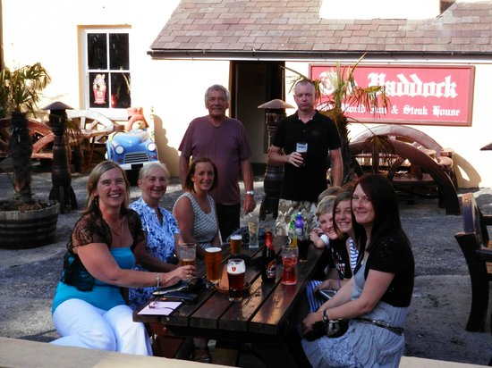 The Paddock Inn: Sat in the evening sun prior to eating