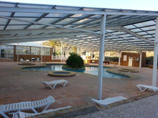 Centro Vacacional Macenas: la piscine au fond le pataugoire pour enfants