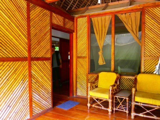 Napo Cultural Center: Habitación y balcón