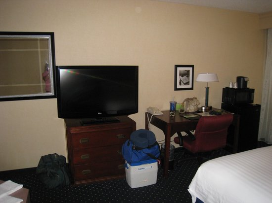 Quality Inn & Suites: tv, microwave, fridge