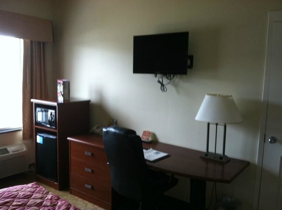 Sleep Inn & Suites of Panama CIty Beach: Tv, Micro & Mini Fridge